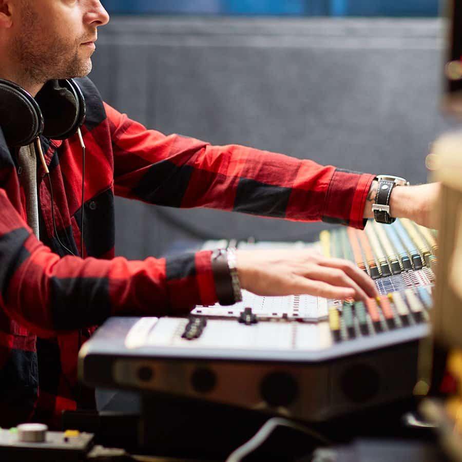 Encuentra tu especialización en producción musical profesional